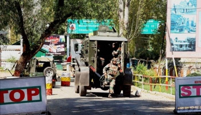 जम्मू-कश्मीर : कुलगाम में पुलिस स्टेशन पर आतंकवादियों ने की फायरिंग