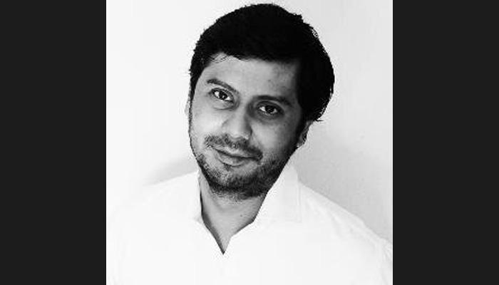 नवाज-पाक सेना के बीच दरार संबंधी रिपोर्ट पर पाकिस्तानी पत्रकार के देश छोड़ने पर रोक