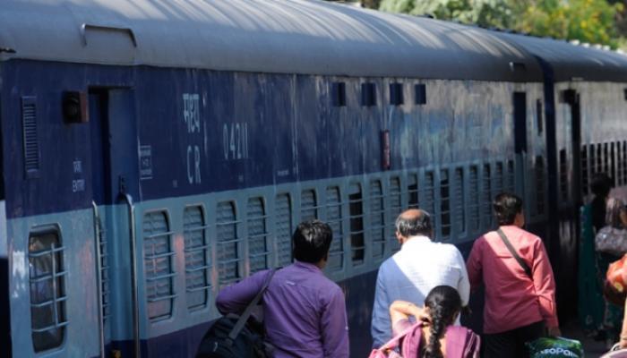 'छठ' की भीड़ को देखते हुए विशेष ट्रेनें चलाएगा उत्तर रेलवे