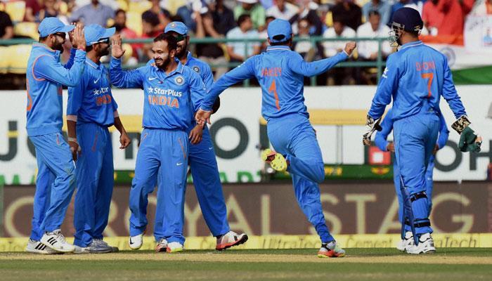 भारत-बनाम न्यूजीलैंड दिल्ली वनडे : न्यूजीलैंड ने 9 विकेट के नुकसान पर बनाए 242 रन, जीत के लिए दिया 243 रनों का लक्ष्य