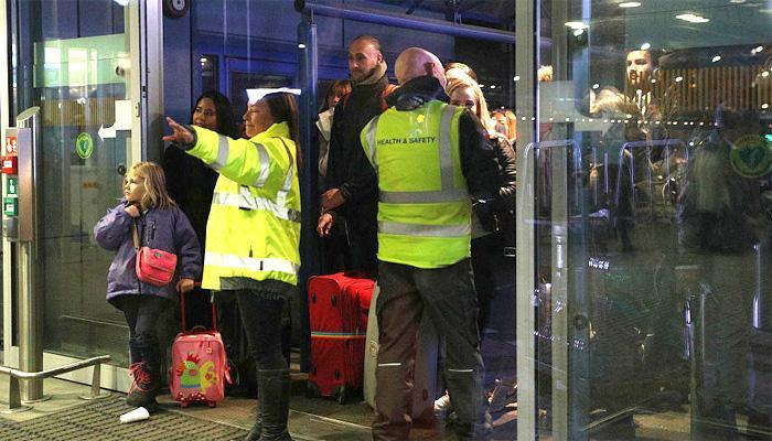 'सीएस गैस' घटना के बाद लंदन हवाईअड्डा को खाली कराया गया