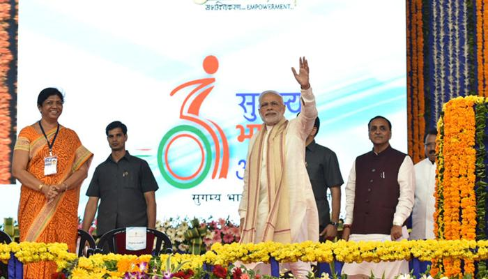 PM मोदी ने कालाधन और भ्रष्टाचार के खिलाफ 'सर्जिकल स्ट्राइक' करने की दी चेतावनी