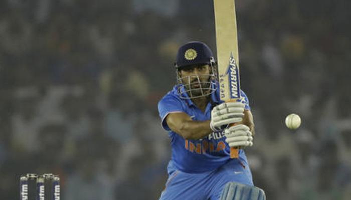 वनडे में 9000 रन बनाने वाले धोनी कप्तान के रूप में सिर्फ पोंटिंग से पीछे