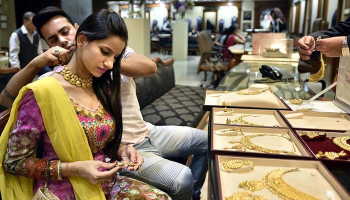सोना 1 माह के उच्च स्तर 30950 रुपये पर, चांदी में भी जोरदार तेजी
