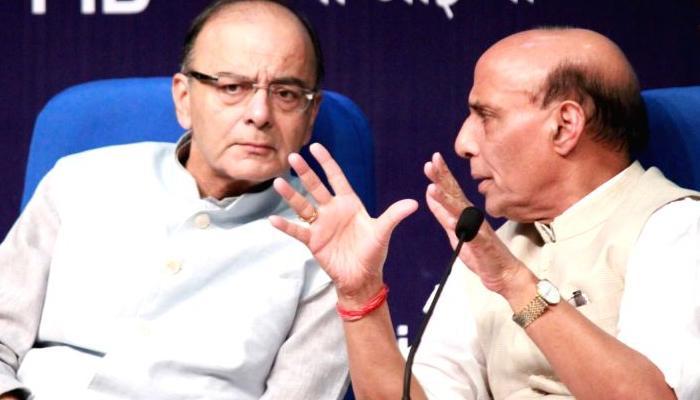 नोटबंदी मुद्दे पर राजनाथ और जेटली ने हालात की समीक्षा की