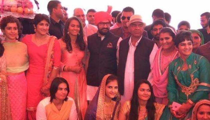पहलवान गीता फोगट की शादी में पहुंचे आमिर खान, फिल्म 'दंगल' को बताया उपहार