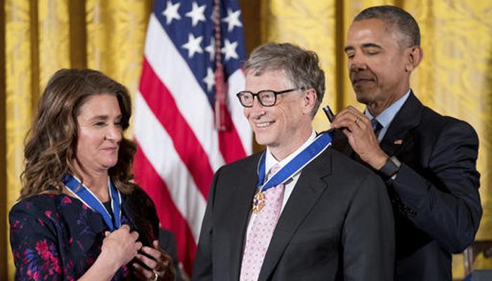 बराक ओबामा ने गेट्स और अन्य को 'मेडल ऑफ फ्रीडम' से किया सम्मानित