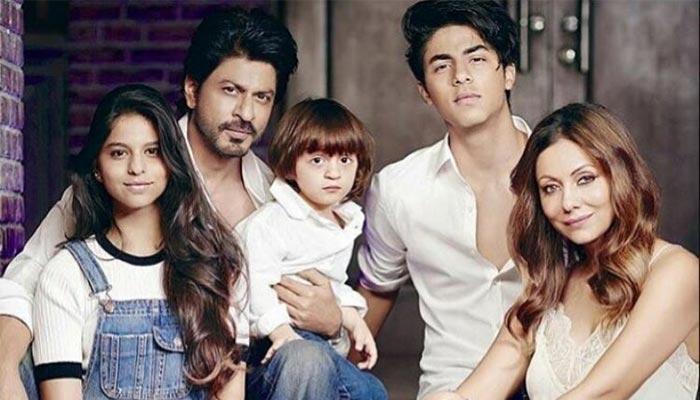 फैमिली के साथ शाहरुख खान, शो में सलमान खान व अन्य तस्वीरें