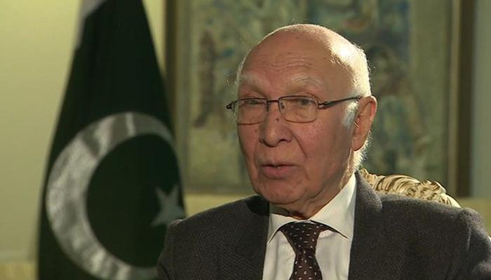 सरताज अजीज को स्वर्ण मंदिर जाने की इजाजत नहीं दी गई: पाकिस्तान