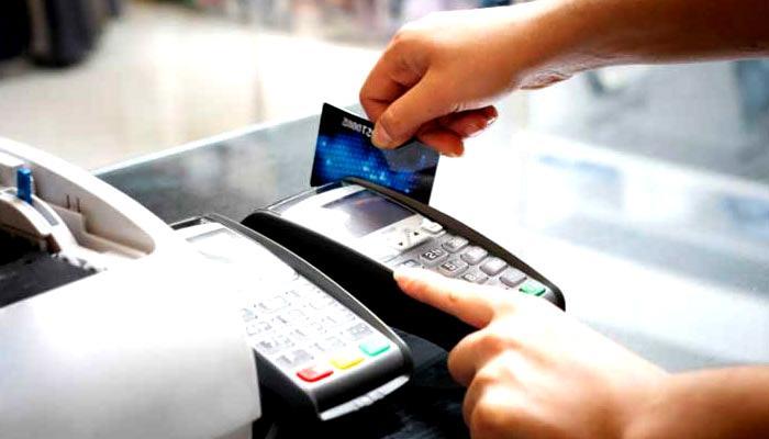 नोटबंदी के बीच बड़ी राहत! अब 2000 रुपये तक के डेबिट-क्रेडिट कार्ड ट्रांजैक्शंस पर नहीं देना होगा सर्विस टैक्स