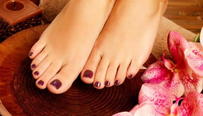 सर्दियों में पैरों को रूखेपन से बचाने को लगाएं जैतून का तेल