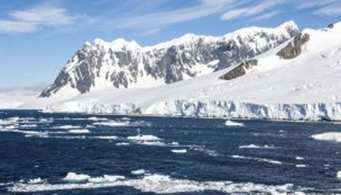 जलवायु परिवर्तन : 'हर साल पिघल रही है आर्कटिक झील की बर्फ'