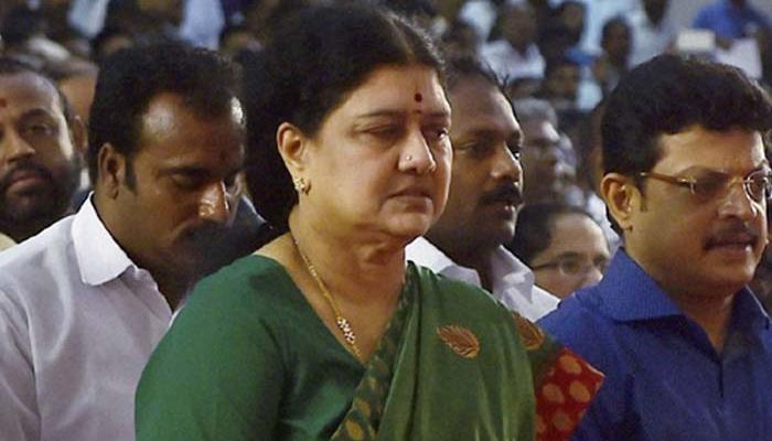 तमिलनाडु: जयललिता की विश्वासपात्र रहीं शशिकला को सौंपी गई AIADMK की कमान, बनीं पार्टी महासचिव
