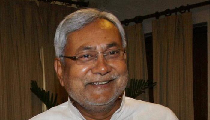 नीतीश कुमार ने अपने पैतृक गांव के मंदिर में पूजा अर्चना की