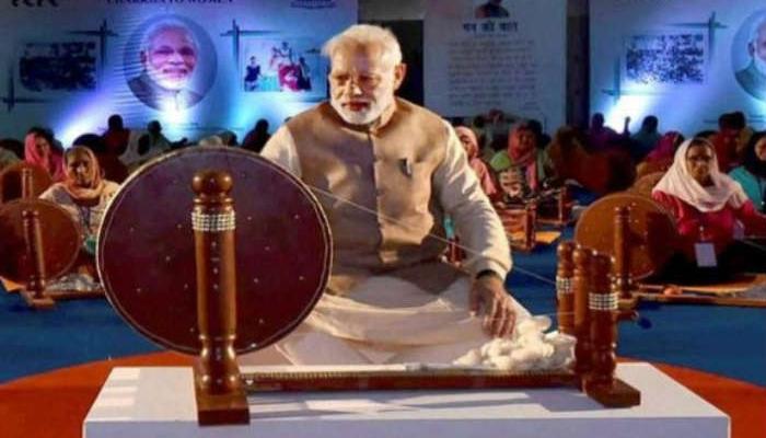 खादी ग्रामोद्योग के डायरी और कलैंडर में PM मोदी की तस्वीर पर विवाद को PMO ने किया खारिज