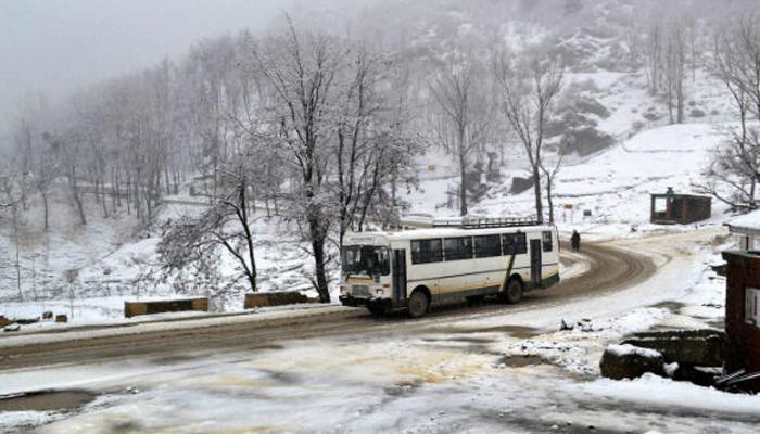 हिमाचल प्रदेश के कई भागों में बारिश और बर्फबारी
