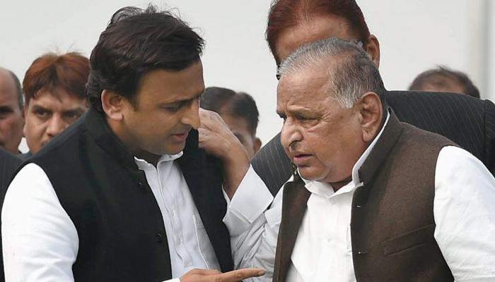 अखिलेश की हुई समाजवादी पार्टी; 'साइकिल' की लड़ाई बेटे से हारे मुलायम, सपा ने दिए गठबंधन के संकेत