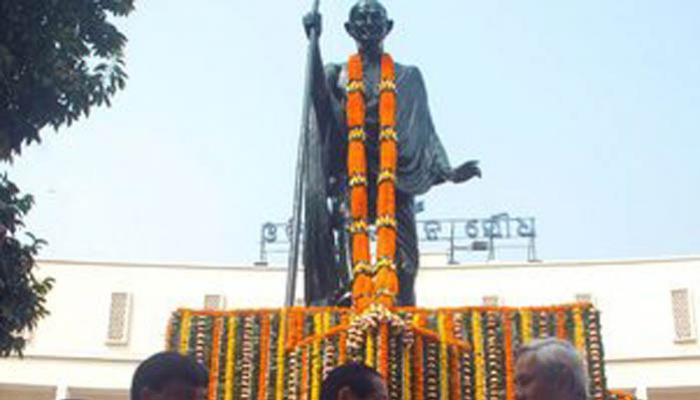 राष्ट्र ने महात्मा गांधी को उनकी 69वीं पुण्यतिथि पर किया याद