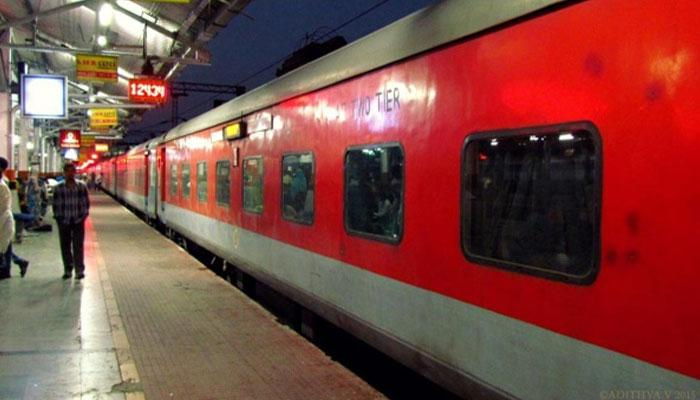 ऑनलाइन रेल टिकट हुई सस्ती, IRCTC के जरिये ई-बुकिंग पर नहीं लगेगा सर्विस टैक्स
