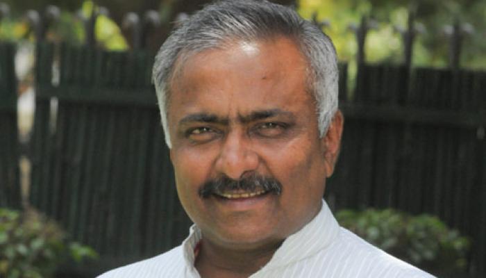 रेनकोट वाले बयान पर मोदी के बचाव में उतरे संजय जोशी