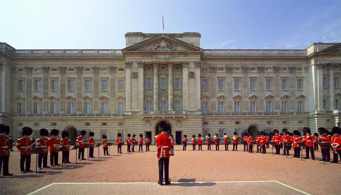 ब्रिटिश महारानी के महल के स्वागत समारोह में गूंजेगा 'जय हो'