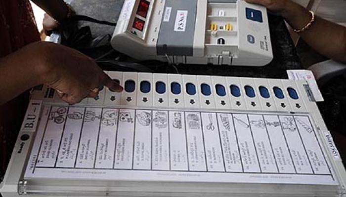 सोनिया गांधी, राजीव गांधी और संजय गांधी नहीं तय कर पा रहे कि किसे देना है वोट