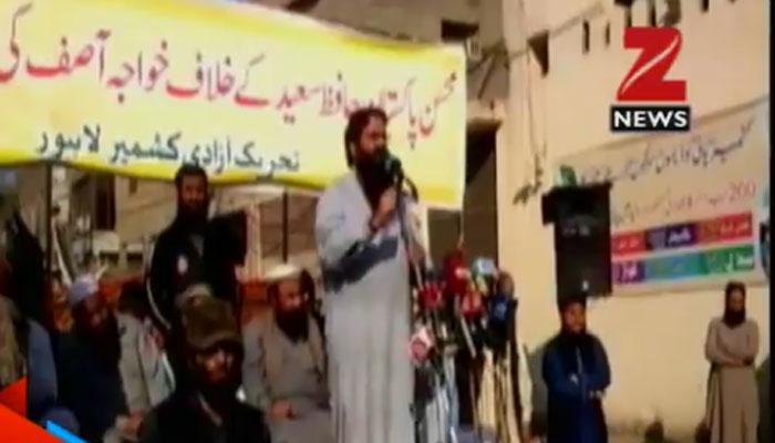 हाफिज सईद के खिलाफ बयान पर पाकिस्तान में रैलियां, रक्षा मंत्री ख्वाजा आसिफ के इस्तीफे की मांग