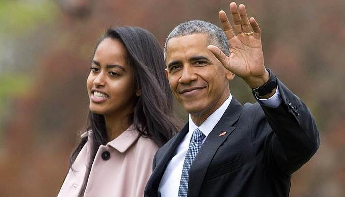 न्यू यॉर्क में बेटी मालिया के साथ ब्राडवे शो देखने पहुंचे बराक ओबामा