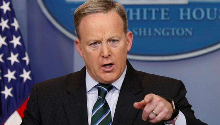 व्हाइट हाउस ने अमेरिका में हुई गोलीबारी पर कहा -कंसास से मिली खबरें चिंताजनक हैं