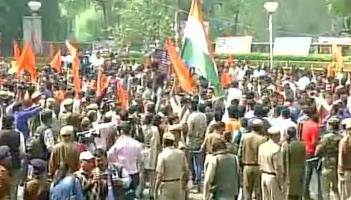 रामजस कॉलेज विवाद: ABVP ने लेफ्ट छात्र संगठनों के खिलाफ 'सेव डीयू' मार्च