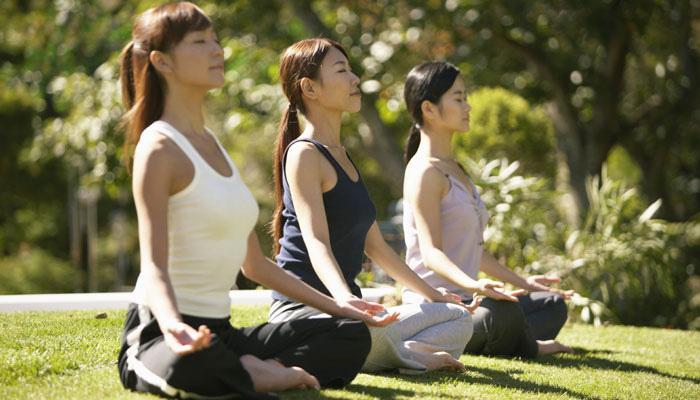 डिप्रेशन से बचना है तो हफ्ते में दो बार करें योग