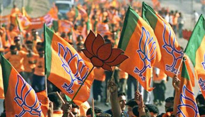 उत्तर प्रदेश में 37 साल बाद किसी पार्टी को 300+ सीटें