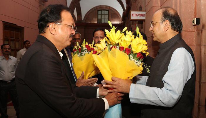 वित्त मंत्री अरुण जेटली ने रक्षा मंत्रालय का अतिरिक्त कार्यभार संभाला