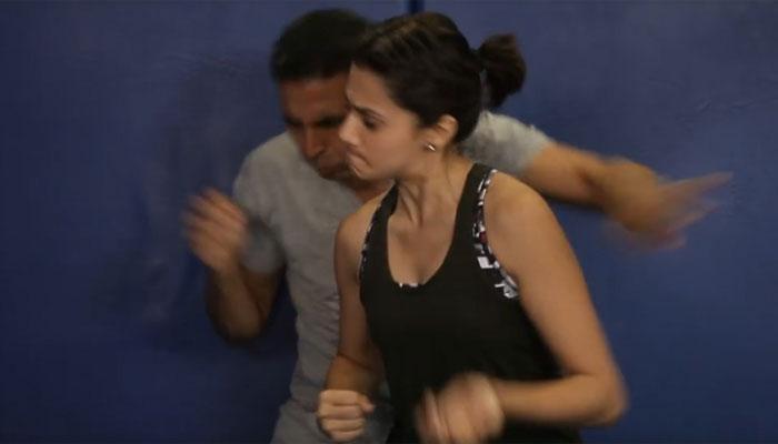 अक्षय ने तापसी पन्नू के साथ 18000 लड़कियों सिखाए मार्शल आर्ट के गुर