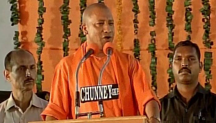 मुख्यमंत्री बनने के बाद पहली बार गोरखपुर पहुंचे योगी आदित्यनाथ, बोले-यूपी में अब सबका साथ सबका विकास होगा