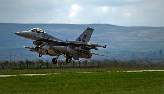'भारत को F-16 लड़ाकू विमानों की बिक्री को आगे बढ़ाए ट्रंप प्रशासन'