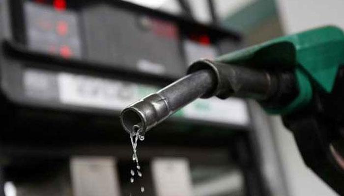तेल की कीमतों में भारी कटौती, पेट्रोल प्रति लीटर 3.77 और डीजल 2.91 रुपए सस्ता