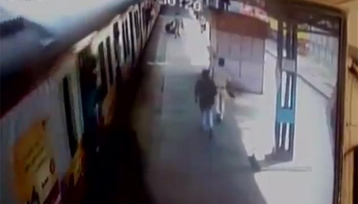 चलती ट्रेन में चढ़ते वक्त हुआ फिसला पांव, CCTV फुटेज में देखिए आगे क्या हुआ ?