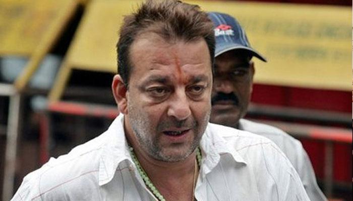 कोर्ट में पेश न होने पर संजय दत्त के खिलाफ गिरफ्तारी वारंट