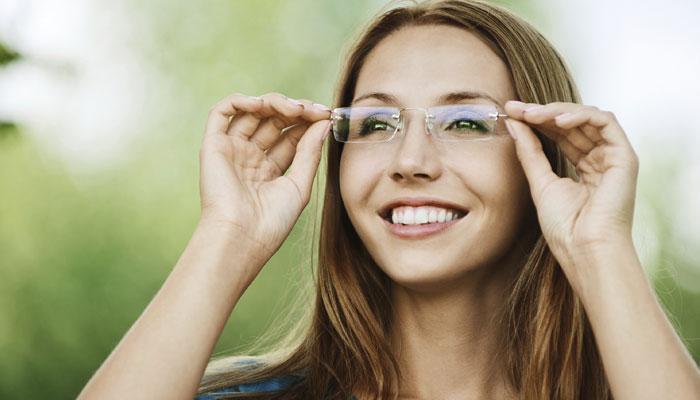 नया स्मार्ट चश्मा, एक ही लैंस करेगा विभिन्न लैंसों का काम