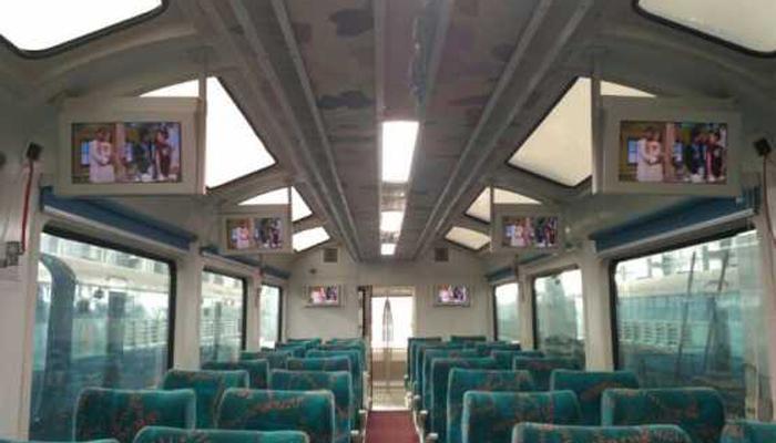 देखिए, नए जमाने की नई ट्रेन; कोच में शीशे की छत, एलईडी और बहुत कुछ