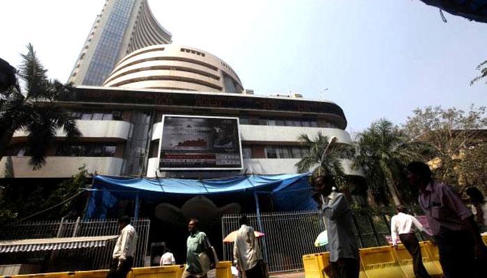 कमजोर वैश्विक संकेतों से शेयर बाजारों में लगातार तीसरे दिन गिरावट