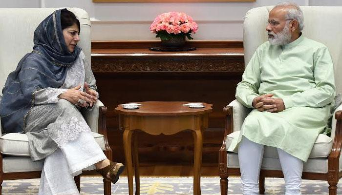कश्मीर के हालात पर PM मोदी से मुलाकात के बाद बोलीं महबूबा - बातचीत तभी होगी जब पत्थरबाजी और गोलीबारी बंद हो