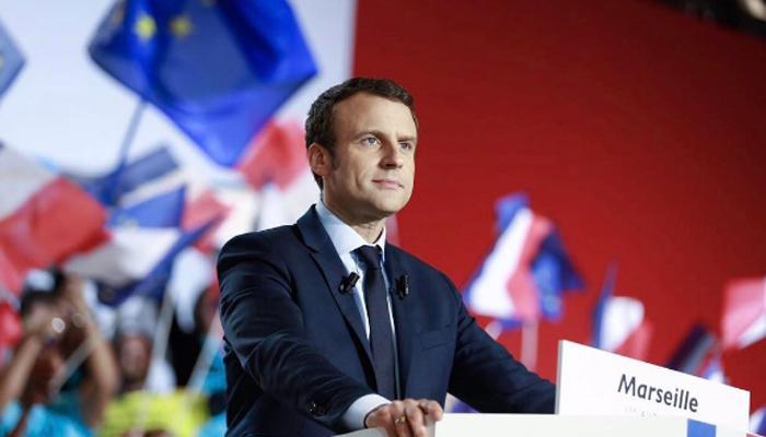 फ्रांस : 39 साल के मैकरोन यदि राष्ट्रपति बने तो देश की पहली महिला होंगी 64 वर्ष की