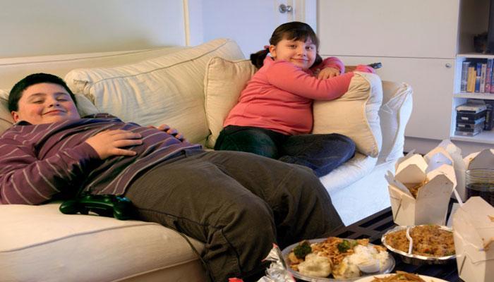 बच्चों को मोटापे से बचाता है समय पर सोना, खाना और खेलना