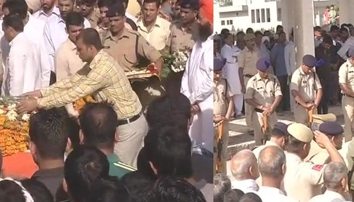 नक्सलियो से निपटने के लिए सुरक्षाबलों को पूरी छूट मिलनी चाहिए: शहीद के परिजन