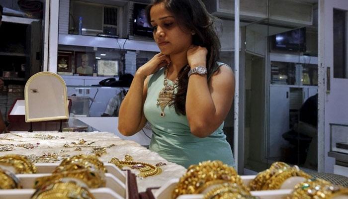 सोने में लगातार दूसरे दिन गिरावट, अब 29350 रुपए प्रति 10 ग्राम