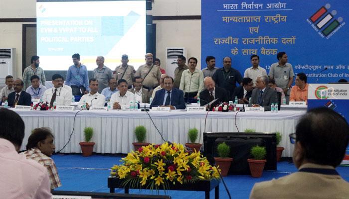 EC ने सर्वदलीय बैठक में कहा, ईवीएम के साथ नहीं की जा सकती छेड़छाड़; IIT विशेषज्ञ भी पार्टियों के संदेह दूर करते दिखे