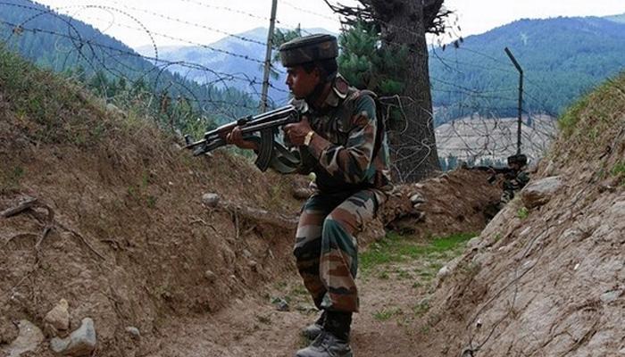 जम्मू कश्मीर: नौशेरा सेक्टर में पाकिस्तान ने दागे मोर्टार, दो की मौत, LoC के नजदीक सभी स्कूल बंद