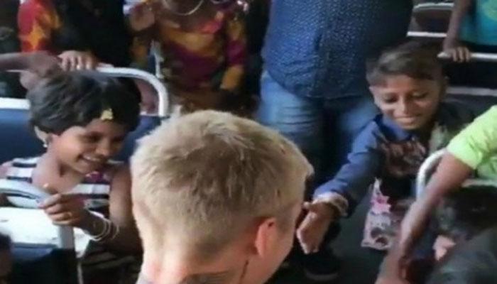 VIDEO : जब जस्टिन बीबर को देख यो यो हनी सिंह चिल्लाने लगे बच्चे